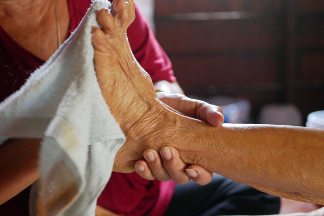 How to Properly Care for Aging Feet